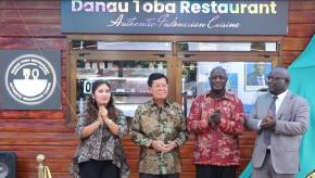Jika Di Indonesia Ada Lapo, di Tanzania ada Danau Toba Restaurant Pertama