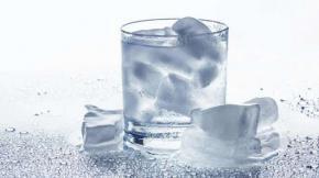 Ingat, Minum Es Bisa Menyebabkan Penularan Virus Corona